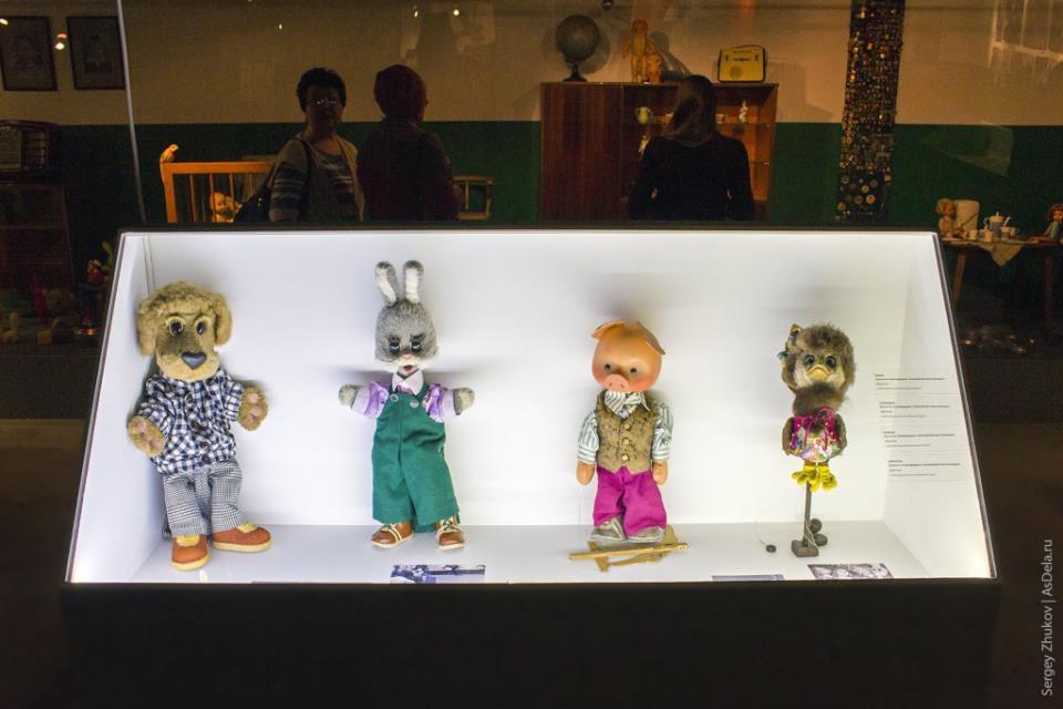 """Куклы игравшие в 1970-е годы в передаче """"Спокойной ночи малыши!"""": Филя, Степашка, Хрюша и Каркуша."""