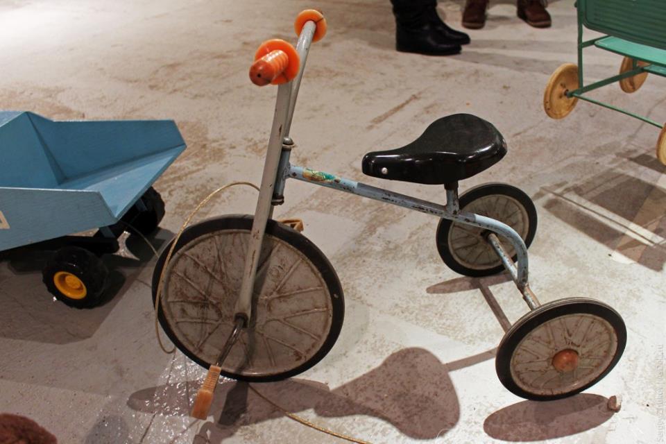 Трёхколесный велосипед советского производства.