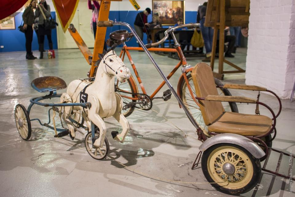 Лошадка на педалях - советская игрушка.