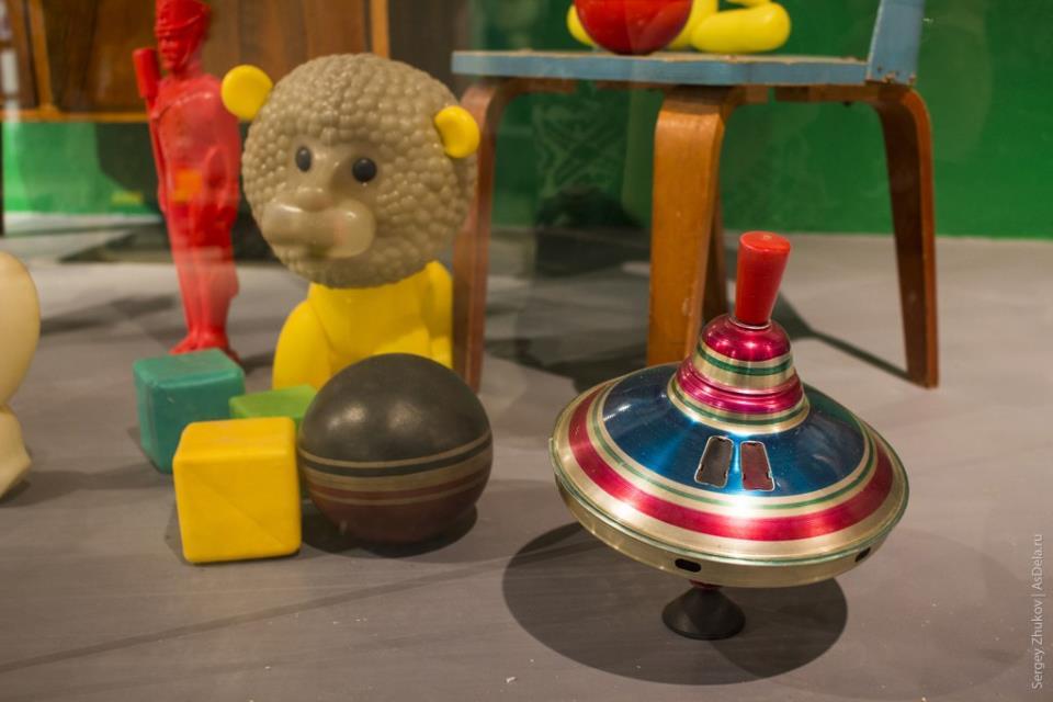 Юла светящаяся - советская игрушка.