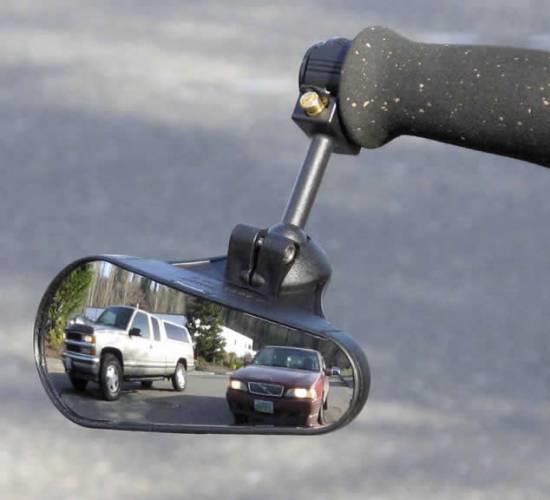 зеркало на руле байка