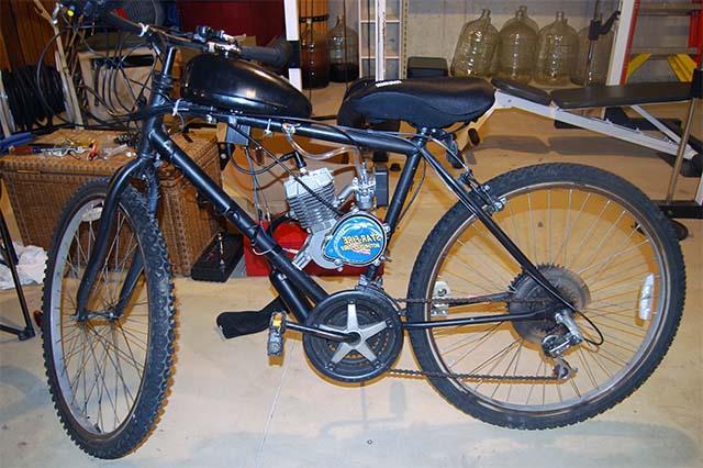 Велосипед с мотором на бензине
