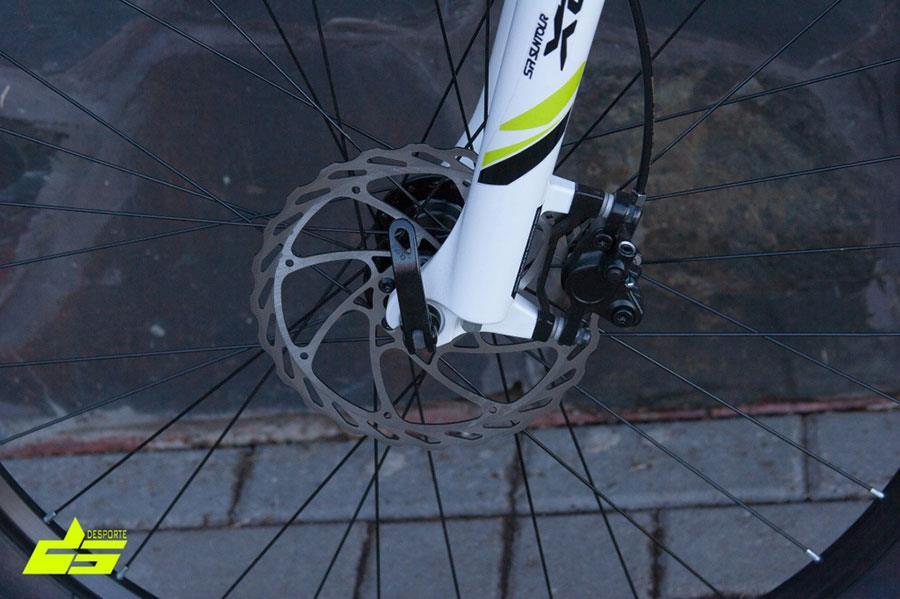 Дисковые гидравлические тормоза Shimano Altus BRM355 на велосипеде Forward Agris 27,5 3.0