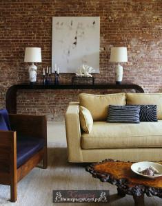 Стильная гостиная с кирпичной стеной