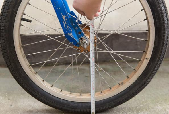 измерение колеса рулеткой