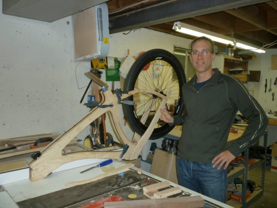 Сборка деревянного велосипеда