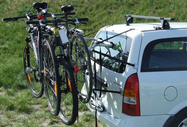 Крепление велосипеда на заднюю дверь багажника