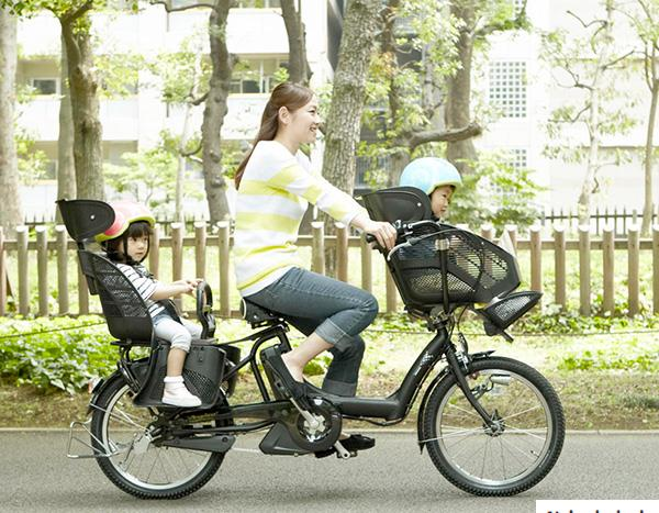велосипед для двойни и мамы