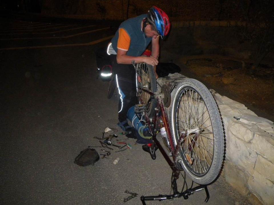 Ремонт велосипеда на улице