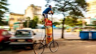 Гирола Сеперо наслаждается быстрой ездой по Гаване