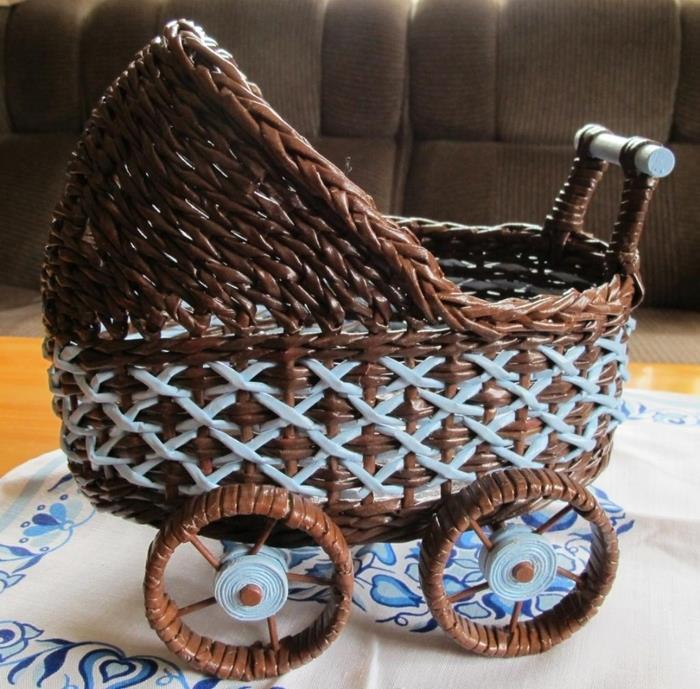 Мастеркласс: Плетем колясочку из газет