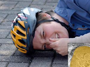 Велосипедный шлем защищает при падении