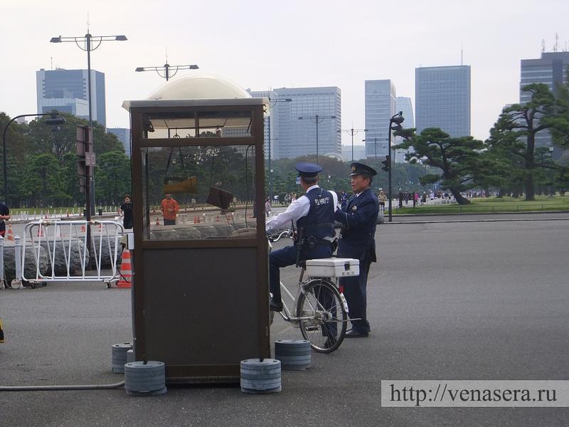 Велосипед в Японии есть даже у полицейского!