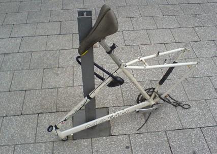 Как закрепить велосипедную раму U-образным замков