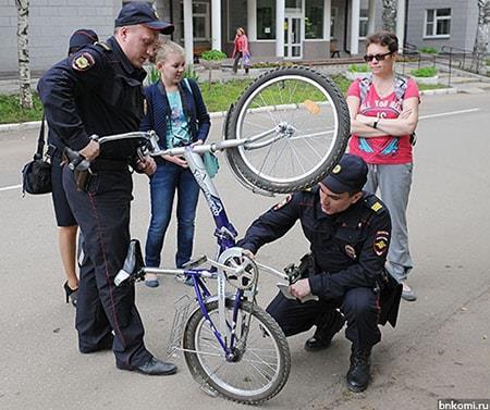 Полиция проверяет номер велосипеда