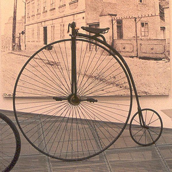 5r0ahsls Первый велосипед в мире был изобретен более 200 лет назад