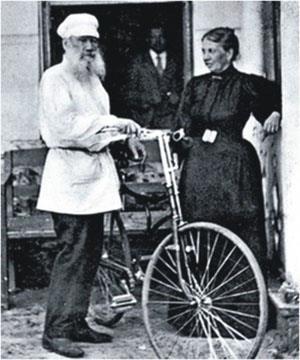 Л. Н. Толстой с велосипедом