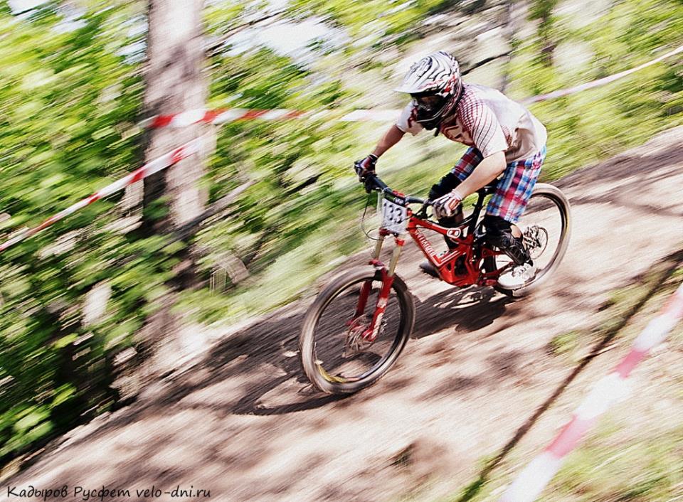 гонщик на велосипеде FREE RATE DH — CLASS 2 UCI
